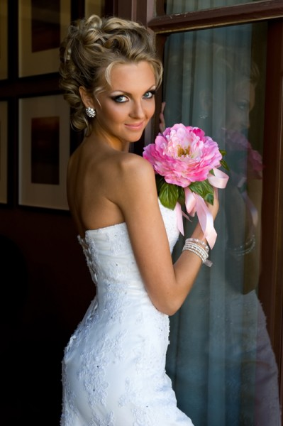 Beautiful bride with bunch of flowers.